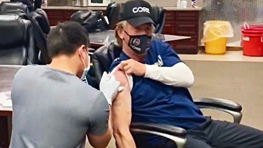 Sean Penn corona aşısı oldu