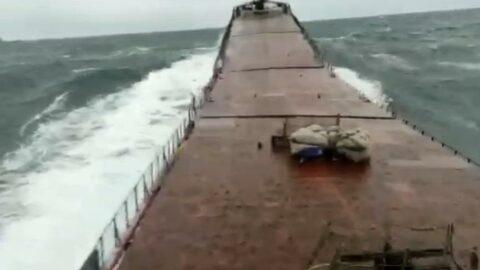 Bartın'da açıklarında gemi batmadan önce dalgalarda böyle kırıldı