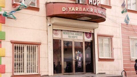 Diyarbakır'da HDP binası boşaltıldı, evlat nöbetindeki aileler tepki gösterdi