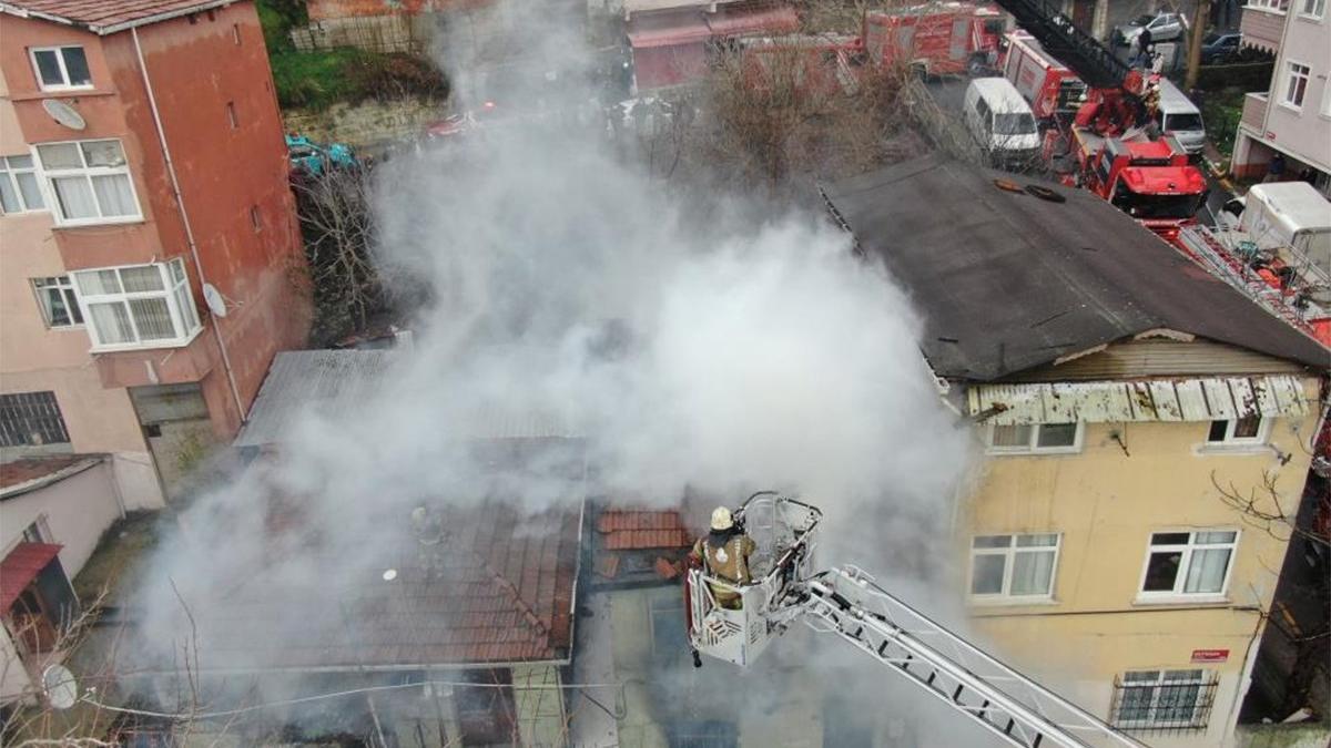 İstanbul'da yangın! Alevler kilometrelerce uzaktan görüldü