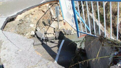 Hatay'da aşırı yağışta köprü çöktü