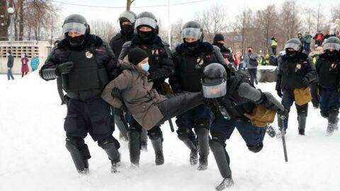 Rusya'da gergin gün: Protestolarda yüzlerce insan gözaltına alındı