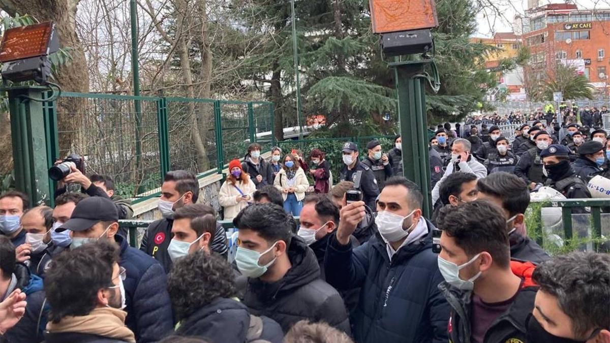 Boğaziçi ablukası! Polis kampüse girdi, öğrencileri dağıttı! Gözaltılar var...