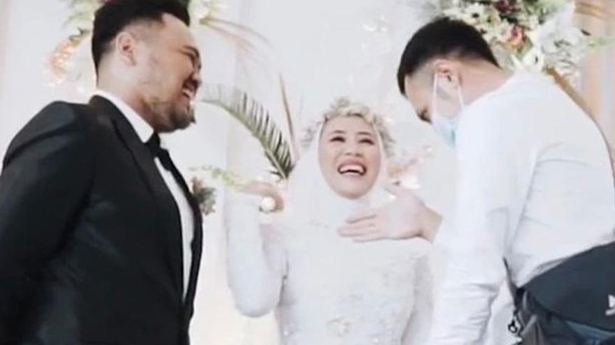 Düğünde şaşkına çeviren olay: Damattan izin aldı