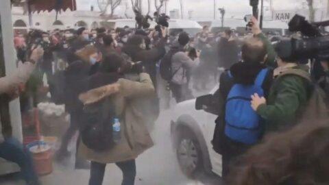 Boğaziçi'ne destek için Kadıköy'de toplananlara polis müdahalesi