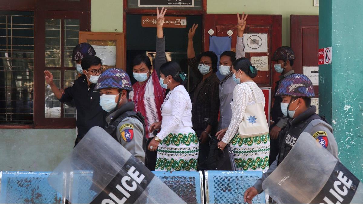 Myanmar'da ordu ilk iş olarak neden Facebook'u kapattı?