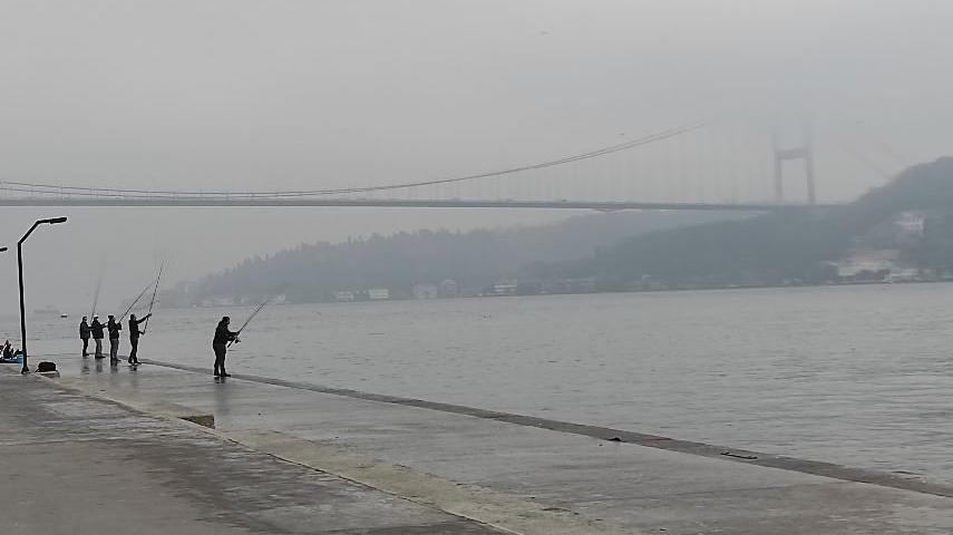 İstanbul Boğazı siste kayboldu