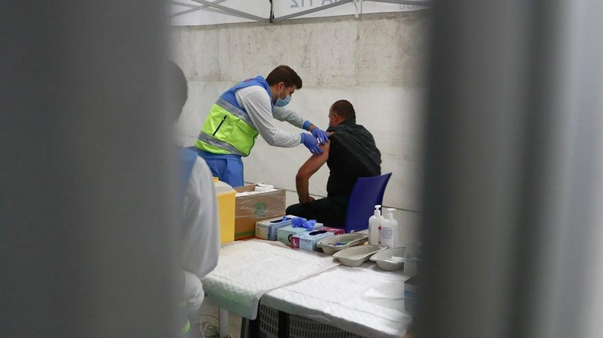 AstraZeneca ve Oxford Üniversitesi'nin aşısı 'sınırlı' koruma sağlıyor