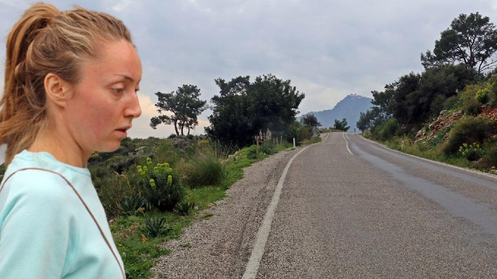 Dağ yolunda yürüyüşe çıkan Rus turiste gasp şoku
