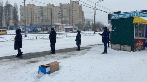 Ukrayna'da kar hayatı felç etti: Sıcaklık eksi 14'e kadar düştü