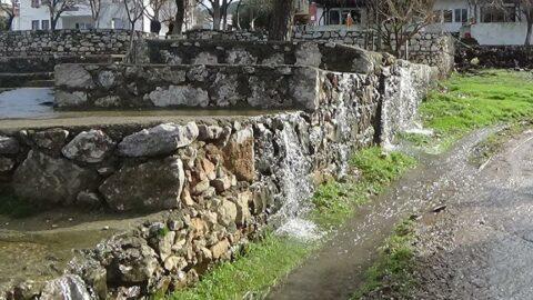 Bu köyün her yerinden su çıkıyor