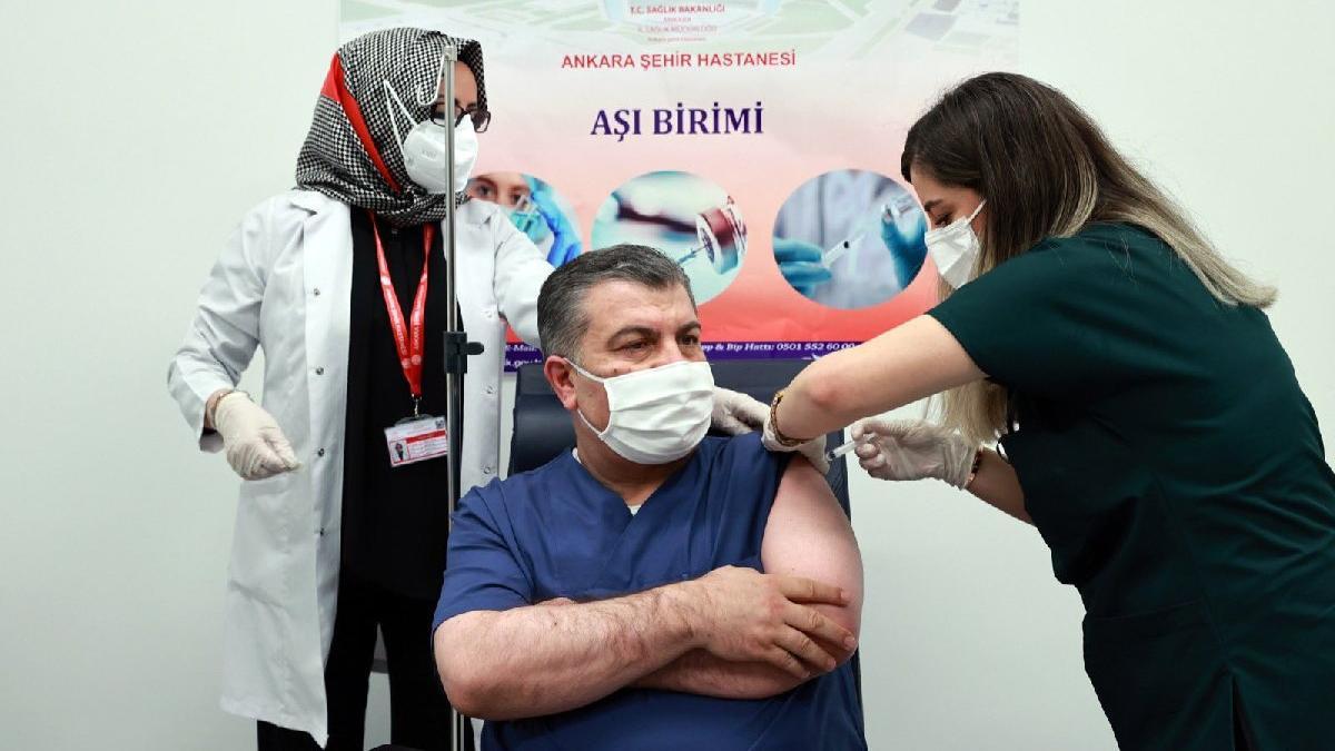 Bakan Koca 2. doz corona aşısını oldu