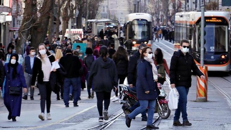 Mutasyonlu virüs görülen Eskişehir'de korkutan kalabalık