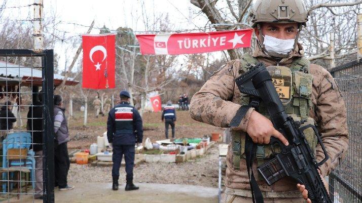 Denizli'de komandolu uyuşturucu operasyonu: 50'den fazla gözaltı