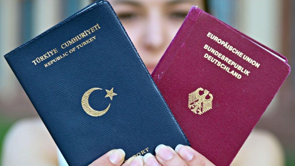 Almanya'da pasaport krizi boyut değiştirdi: Noter turizmi