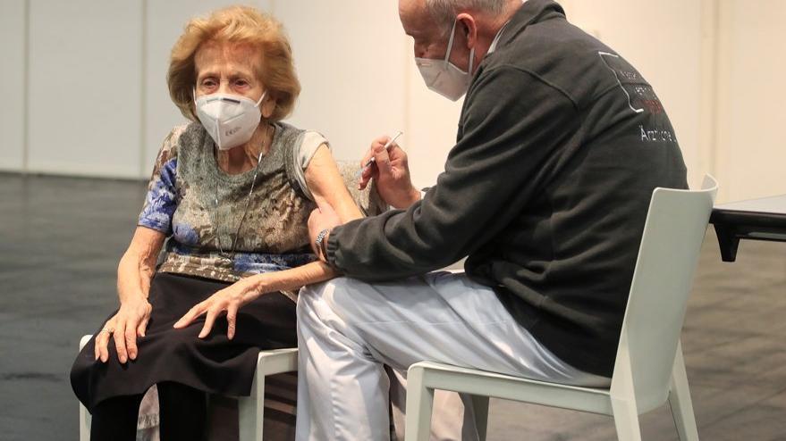 Almanya'da corona aşısı paniği büyüyor: 14 yaşlı daha öldü