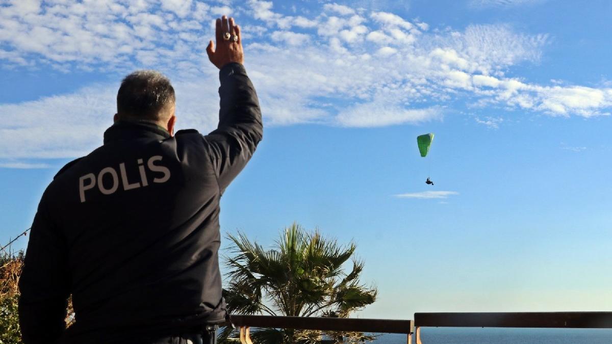 Sokağa çıkma kısıtlamasında paraşütle uçtu