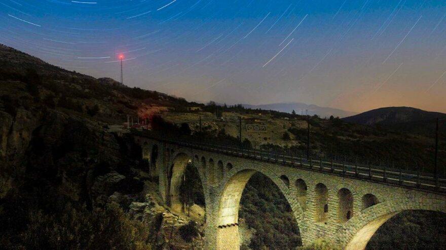 Gündüzü ayrı gecesi ayrı güzel: Varda Köprüsü