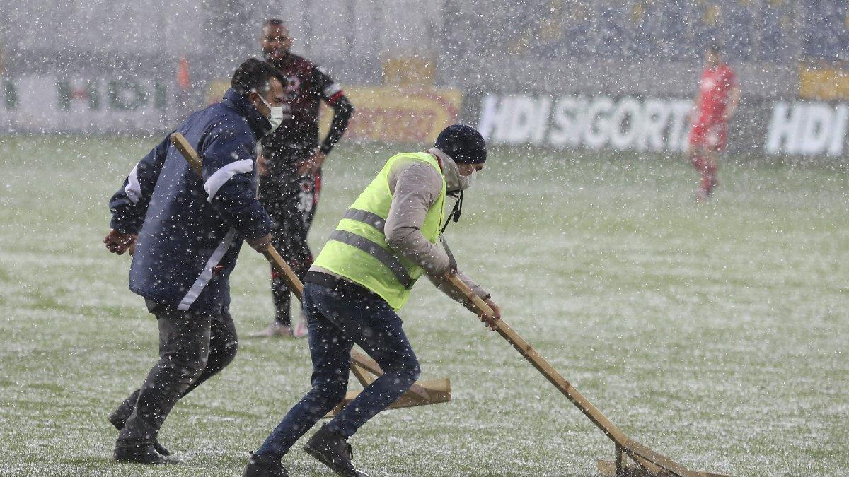 Gençlerbirliği Beşiktaş maçında çizgiler beyaza büründü