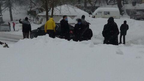 Kar nedeniyle 30 kişi mahsur kaldı, ekipler harekete geçti
