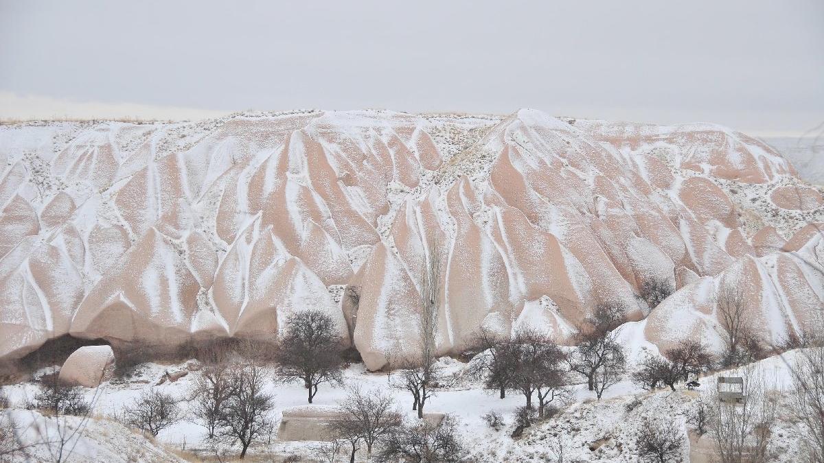Kapadokya beyaza büründü