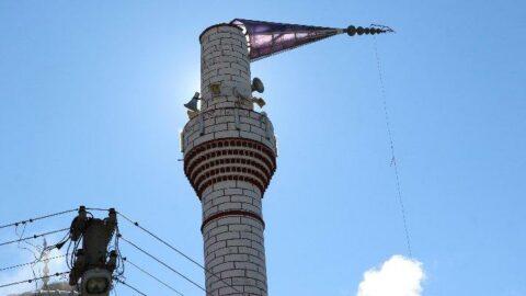 Denizli'de cami minaresi fırtınaya dayanamadı