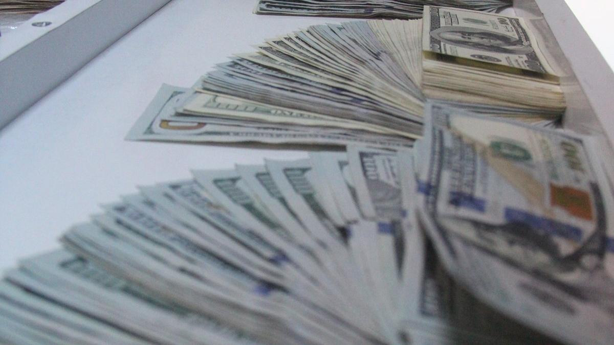 Reçete şebekesi üyelerinin evinden dolar ve euro fışkırdı