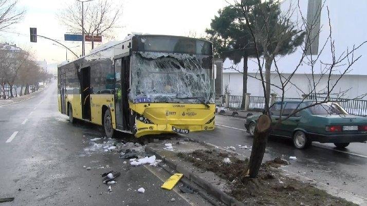 İstanbul'da İETT otobüsüyle minibüs çarpıştı: Yaralılar var