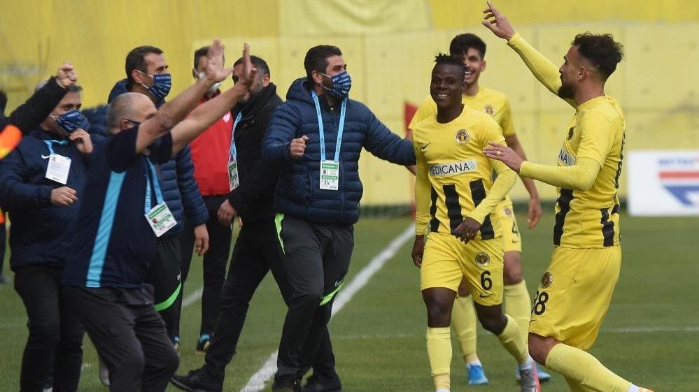 MAÇ SONUCU   Menemenspor 6-2 Akhisarspor