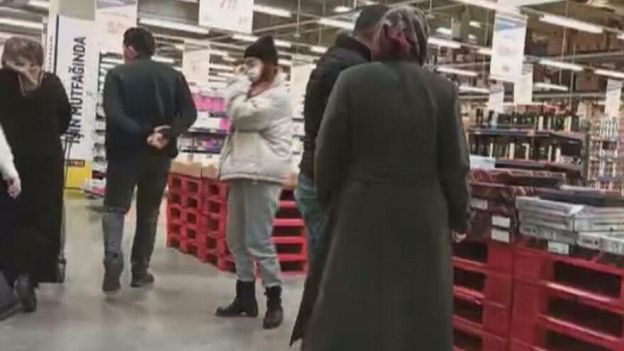 Kısıtlamada markette şaşırtan yoğunluk