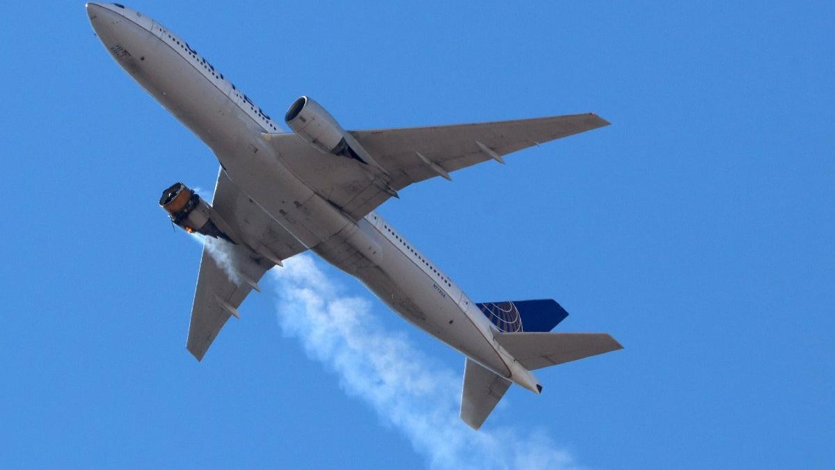 Havada panik: 231 yolcu taşıyan uçağın motoru havada patladı