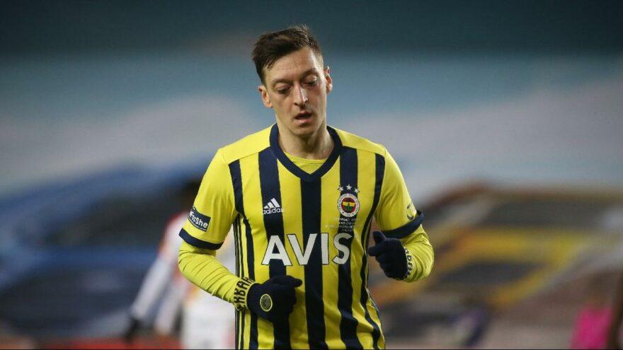 Mesut Özil 4. maçını da boş geçti!