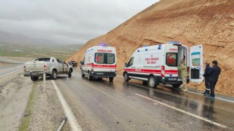Sağlık çalışanları kaza yaptı: 4 yaralı