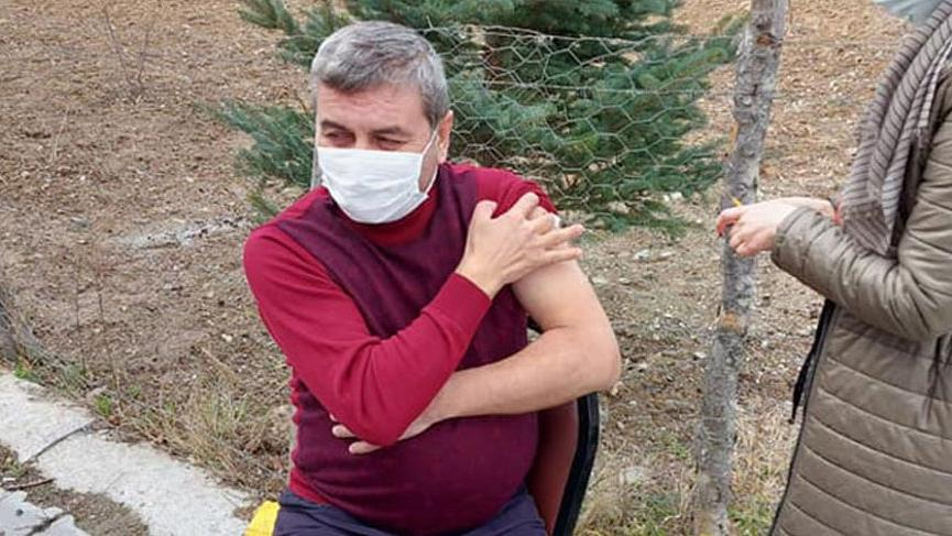 AKP'li başkan villasında aşı oldu