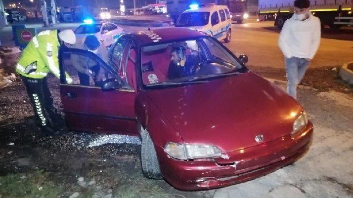Ehliyetsiz, alkollü, plakasız ve trafikten men araçla yakalandı
