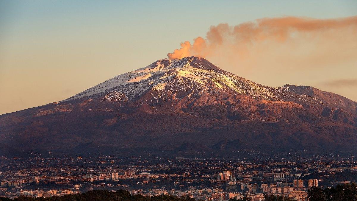 Etna yanardağı nerede, en son ne zaman patladı?