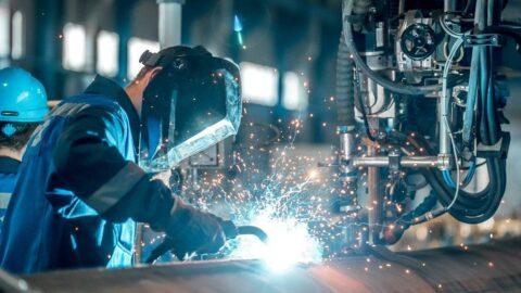 Sanayide üretim ve verimlilik arttı, reel birim ücretler azaldı