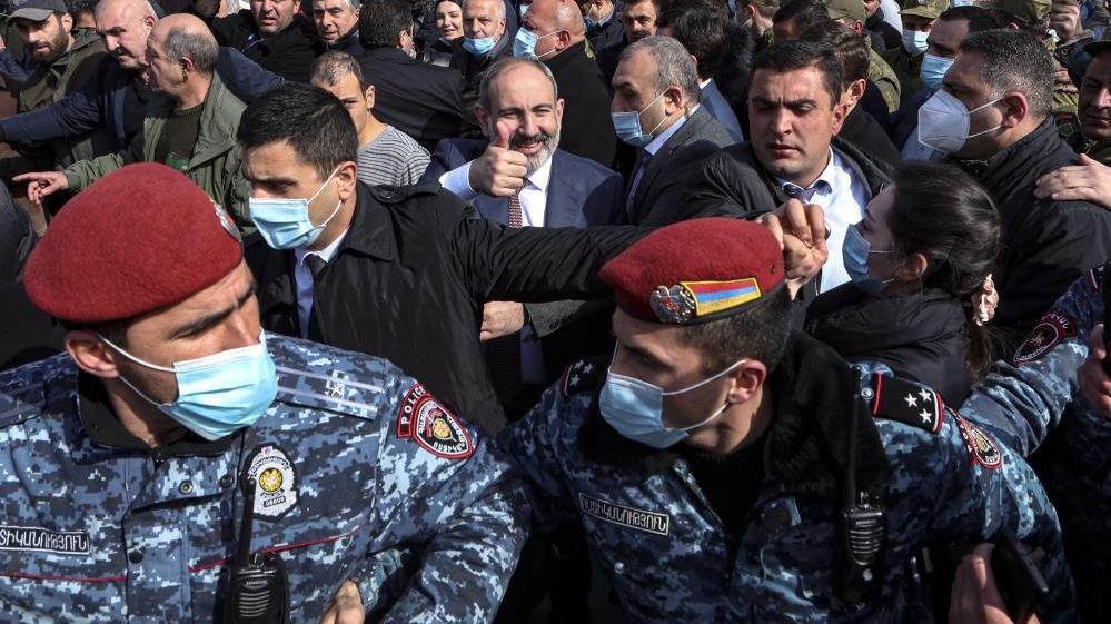 Paşinyan ile ordu arasında kriz! Ermenistan'da tansiyon yükseliyor