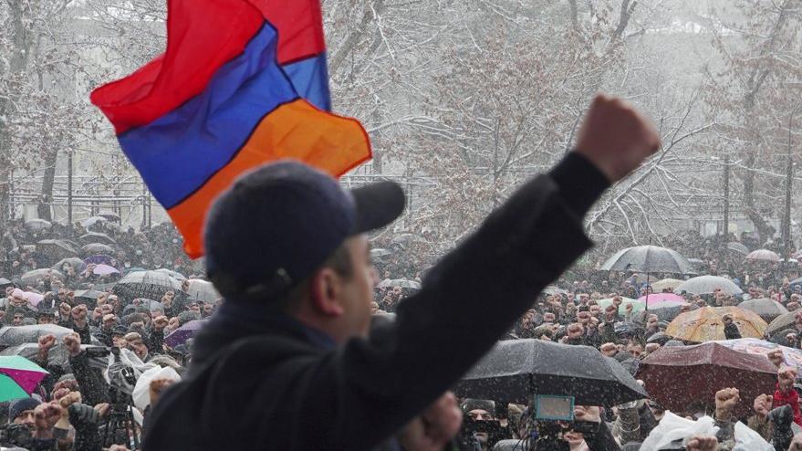 Son dakika... Ermenistan Ordusu: Başbakan istifa etsin