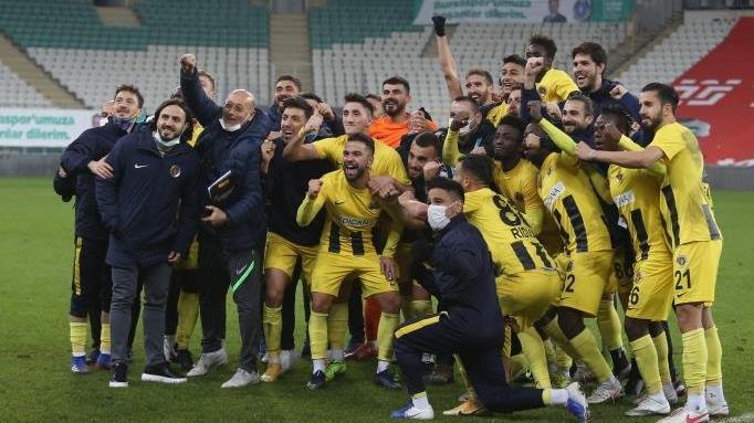 Menemenspor, formsuz Bursaspor'u da devirdi