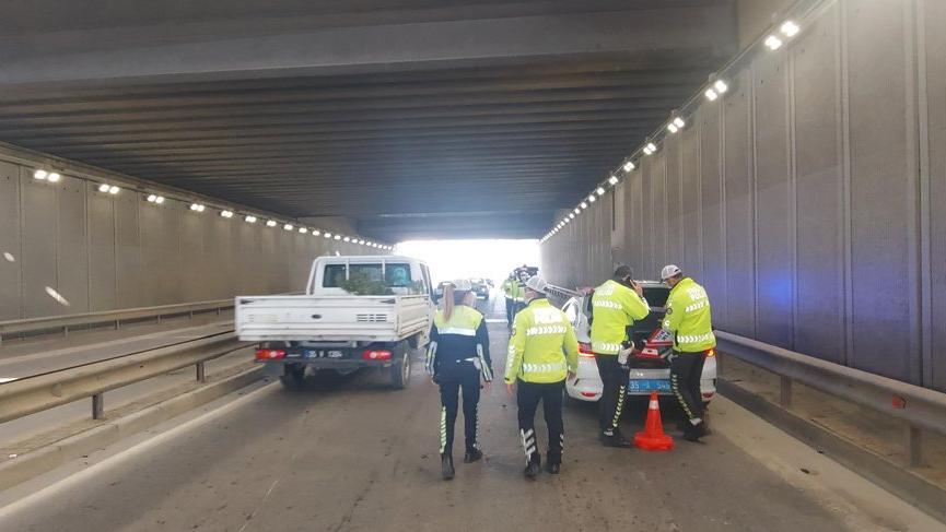 İzmir'de trafik kazası: 2 polis yaralandı