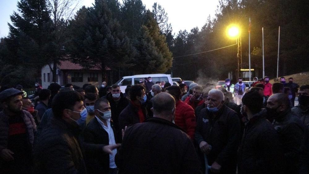 Taciz iddiasını duyan köylüler sokağa döküldü