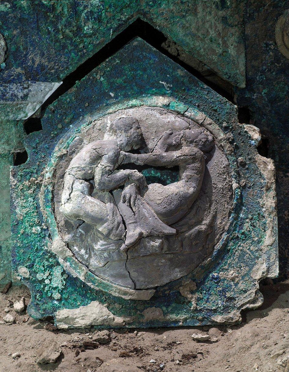 İtaliyada yaşı 2 min il olan dəmir araba tapıldı-FOTO