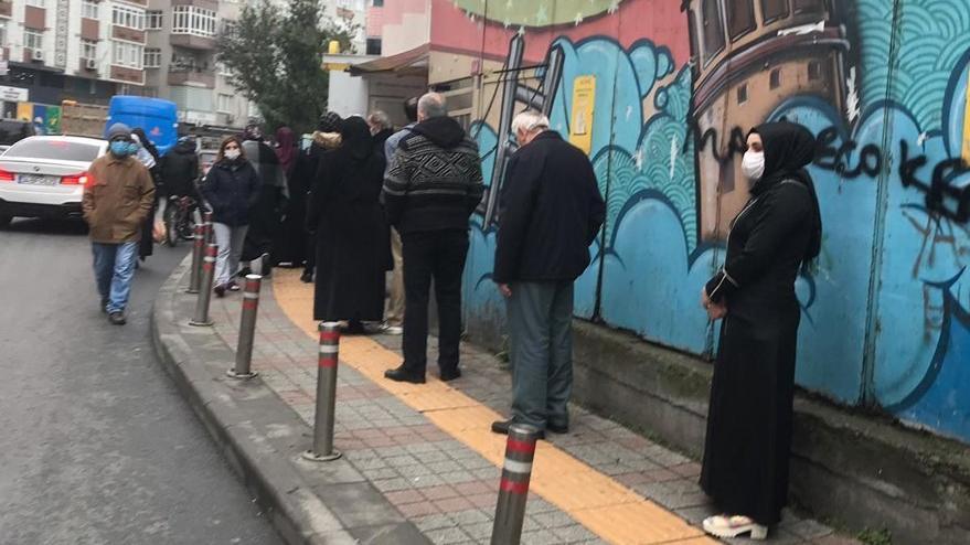 Halk Ekmek kuyruğundaki vatandaşlar isyanda: Allah gözlerini doyursun