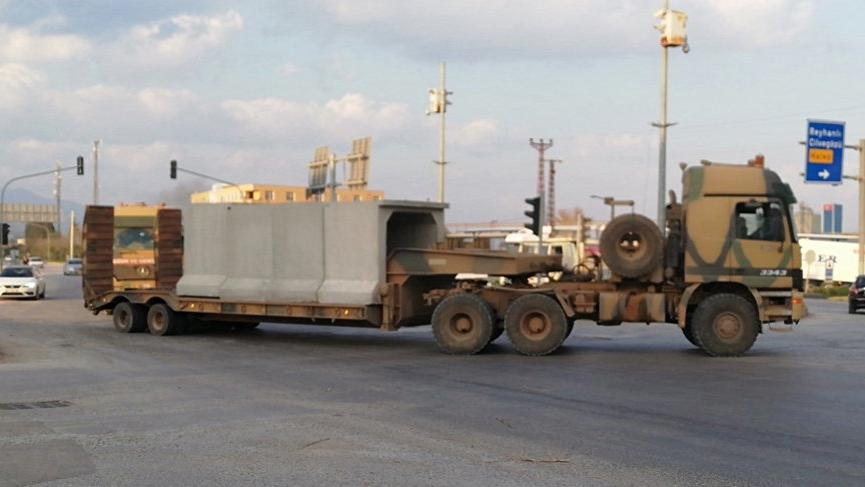 TSK'dan Suriye sınırına tank ve beton blok sevkiyatı