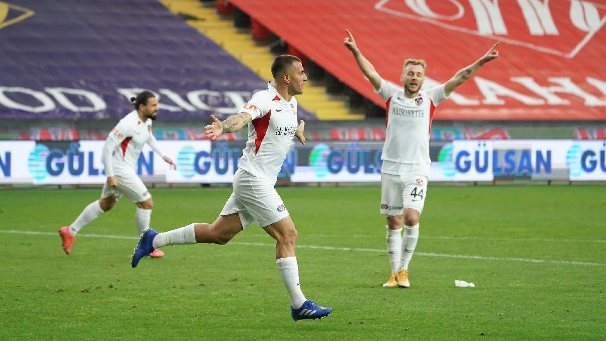 Gaziantep FK, Gençlerbirliği'ni 10 kişiyle mağlup etti