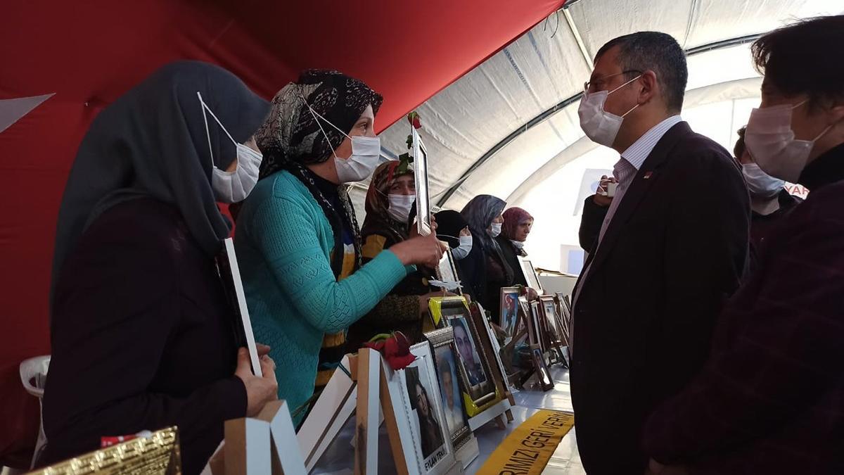 CHP heyeti Diyarbakır Anneleri'ni ziyaret etti