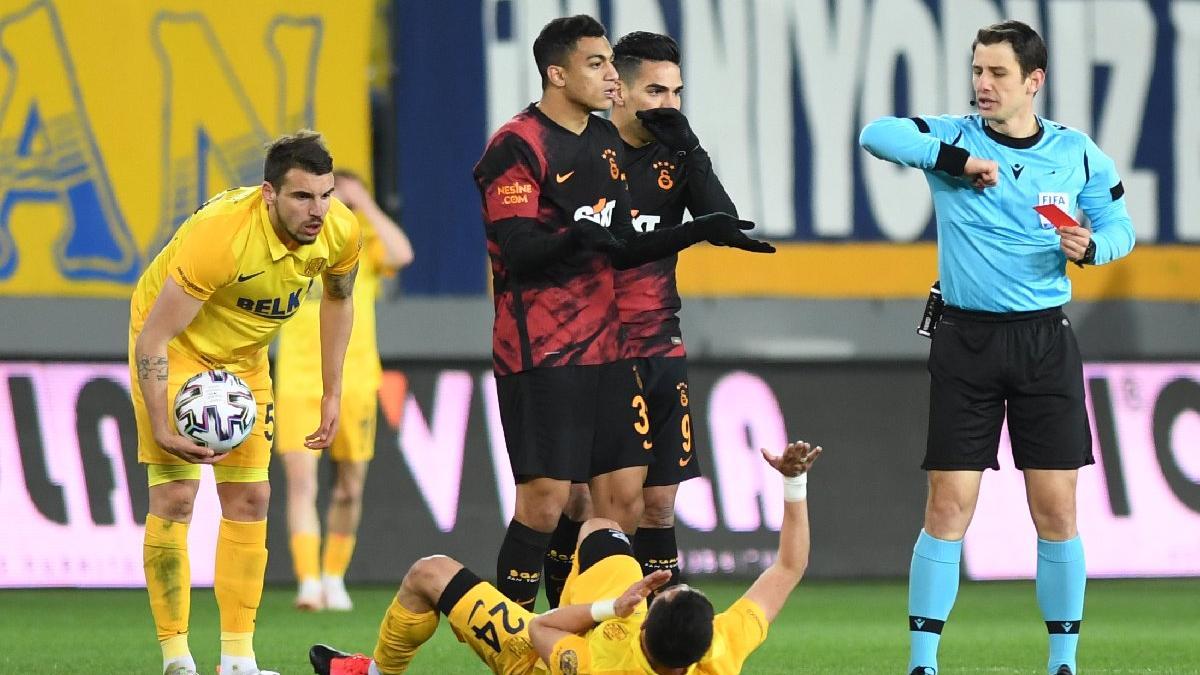 Mostafa Mohamed'e şok kırmızı kart! Dirseğin ardından atıldı...