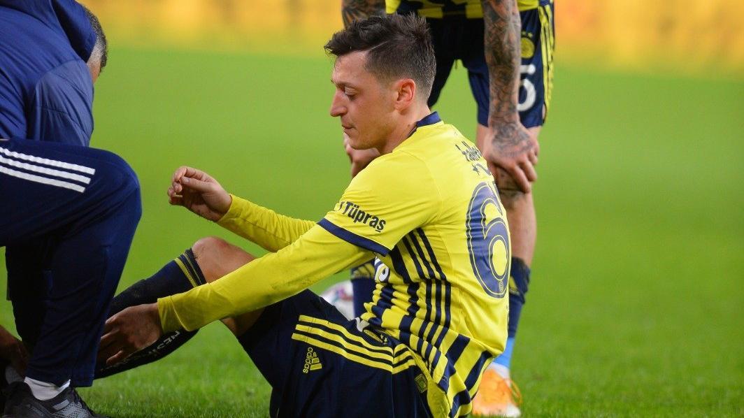 Son dakika | Fenerbahçe'de Mesut Özil şoku! Bileği döndü...