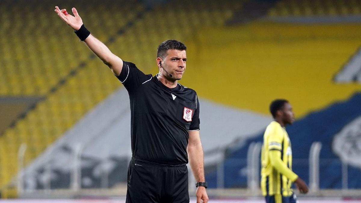Fenerbahçe-Antalyaspor maçında Ümit Öztürk önce penaltı verdi sonra...